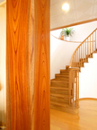 欅の大黒柱・螺旋階段