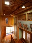 地元産 欅の一枚板が迎える格式有る玄関ホール