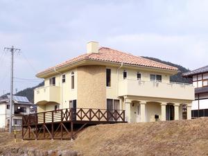 Rの壁を持つ家