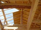 丸太梁にて伝統の堅固な施工を主としています