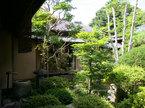 中庭を廻り廊下で囲み風雅ある暮らしを演出しました