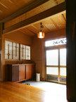 筬欄間(オサランマ) と組子障子、廊下は欅の一枚板と本陣にふさわしい格式ある玄関