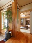 和室を囲む廻り廊下と玄関の造作