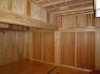 大黒柱を中心に板戸で部屋を間仕切ります